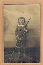 Carte Photo vintage card RPPC enfant habit marin avec fusil carabine pz0294