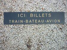 ancien panneau ici: billets train- avion- bateau