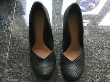 Clarks Ladies Black Heeled Shoes Size 5 1/2. Great Condition.