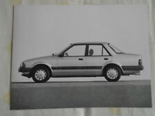Ford Orion Injection press photo brochure Jul 1983 German text v2