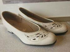 Kumfs Ziera Leather Heels Size 7 W