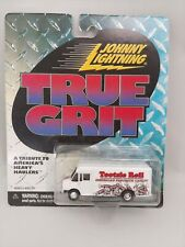 Johnny Lightning TRUE GRIT Delivery Truck TOOTSIE ROLL w/RR Real Rubber Tires