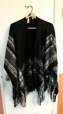 S9 Womans KRAZY KAT Gray/Black/White Shawl Poncho Sweater Fringe Size One Size