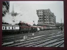 PHOTO  8 X 6 IN - GWR KING CLASS LOCO NO 6003 'KING GEORGE IV' GETTING UNDER WAY