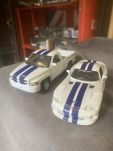 MAISTO 1/24 DODGE VIPER GT2 And 1/26 DODGE RAM 1500 V6 SS/T PICK UP TRUCK MODEL