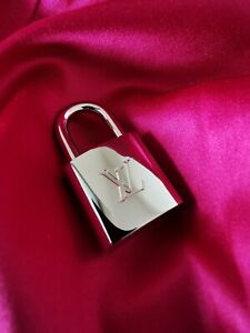 °°°NEW°°° Louis Vuitton Lock to wear as pendant