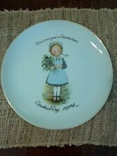 """Holly Hobbie Commemorative Mothers Day 1974 Plate Porcelain 10.5"""" in diameter"""