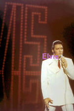 ELVIS PRESLEY IN WHITE SUIT WITH SIGNAGE TV SPECIAL 1968 PHOTO CANDID #2