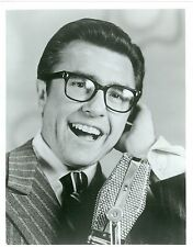 GARY OWENS SMILING HOLDS EAR PORTRAIT ROWAN & MARTIN'S LAUGH-IN '68 NBC TV PHOTO