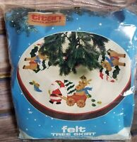 "Felt Tree Skirt Kit 1987 Santa Reindeer Xmas Holly Bird Titan Needlecraft 36"" Ne"