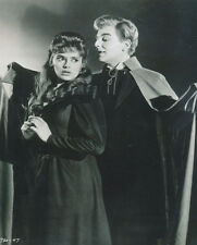 Yvonne Monlaur and David Peel UNSIGNED photo - H7865 - The Brides of Dracula
