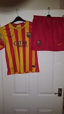Boys FOOTBALL SHIRT & PANTALONCINI KIT-BARCELLONA-NIKE AWAY 2013-2014 - Rosso Giallo