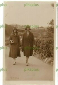POSTCARD SEASIDE WALKING PICTURE NORTH BAY SNAPS SCARBOROUGH REAL PHOTO 1920S