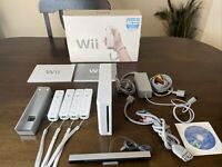 Nintendo Wii Gaming Console Gamecube Compatible White RVL-001(USA) 4 Controllers