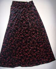 NWT WOMENS YOUNG LADIES BLACK FULL SKIRT RED FLOWER FLORAL DESIGN SZ S P17 LB A1