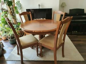 Solid oak extendible table with 4 chairs