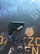 Virtual Toys The Dark Zone Agent Tracy R Ver Flare Pistol loose 1/6th scale
