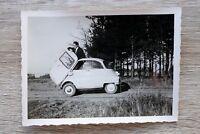 1x Foto Auto Oldtimer ISO BMW Isetta 1950-1960er geöffnete Vordertür Classic Car