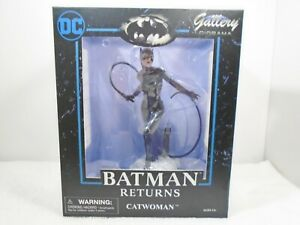 Diamond Select  DC Gallery Diorama: Batman Returns Catwoman Statue PVC Figure