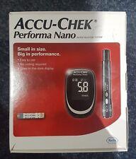 ACCU Chek Performa Nano Sangue Glucosio Metro/monitor/System + test strisce/lancette