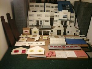 PLASTICVILLE O SCALE BUILDING PARTS LOT 32 TOTAL PIECES  USED