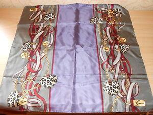 petit foulard en soie GUESS imprimé gris/violet  50 x 50 cm - neuf