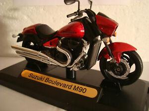 Suzuki Boulevard (Intrus) M90 - 1800 Rouge 1:18 Motor Max