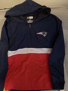 NWT New England Patriots Lightweight Windbreaker 1/4 Zip Pullover Hooded Medium