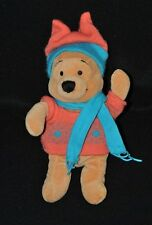 Peluche doudou winnie caramel DISNEY pull orange écharpe bleu bonnet 24 cm TTBE