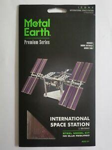 Metal Earth ICONX International Space Station model kit