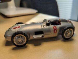 MERCEDES W196 #8 Winner GP Argentinien F1 Champion´1955 J.M. FANGIO 1:43