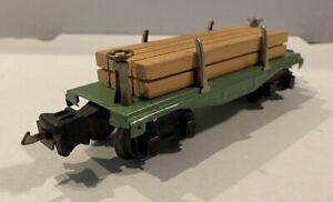 1927 LIONEL PREWAR TRAINS -NO. 831 APPLE GREEN FLATCAR W/ WOOD LOAD- O-GAUGE EX.