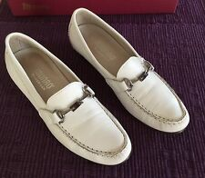 Women's MUNRO American 'Kimi' WHITE Loafers Slip-Ons Flats SHOES Sz. 6.5M ~EUC~