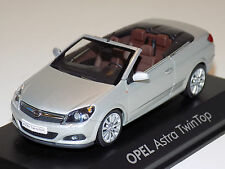 1/43 Minichamps Street Opel Astra Twin Top in Silver Dealer Edition