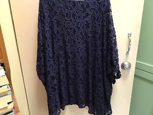 Virtuelle Taking shape Navy Stretch Lace Top