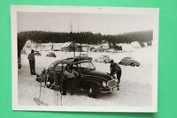 Foto Auto Oldtimer DKW (Auto Union) 1950-1960er Kennzeichen Straubing Winter Ski