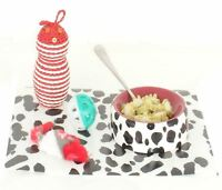 CAT FEEDING BOWL AND MAT SET FREE 3 TOYS & SPOON