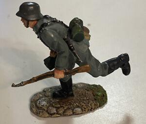 Conte Ltd 2001 WW2 German Soldier With  Rifle Running .- 54mm