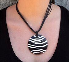 Collier ethnique Africain en nacre noir et blanc motif zèbre bijou tendance