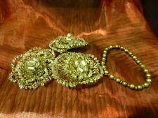 lot 3broches et bracelet assorti ,pour customiser veste noire ??