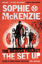 9+ Story Book - Sophie McKenzie Book: THE MEDUSA PROJECT: THE SET UP - NEW