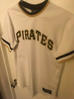 PITTSBURGH PIRATES MAJESTIC ANDREW MCCUTCHEN #22 JERSEY - YOUTH XL - 18-20