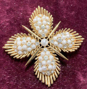 Vintage Crown Trifari gold tone Brooch with tiny Rhinestones and faux pearls