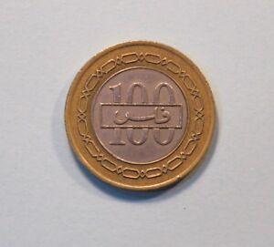 1992 Bahrain 100 Fils AH 1412 Bi Metallic World Coin KM20 Coat of Arms Chain
