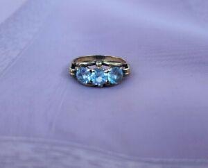 wunderschöner alter Goldring 333 mit 3 hellblauen Steinen