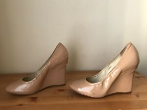 VERA WANG Lavender ELLA Womens sz 8.5 nude patent leather wedge pumps shoes