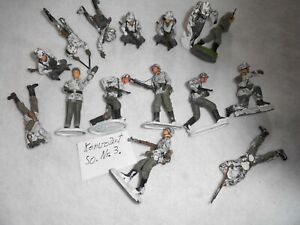 Konvolut 15 alte  Elastolin Massesoldaten zu 7.5cm . So.Nr.3.