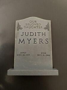 NECA Halloween Judith Myers GRAVE TOMBSTONE ACCESSORY Fodder