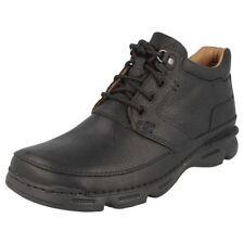 Stivali, anfibi e scarponcini da uomo Clarks dal Perù