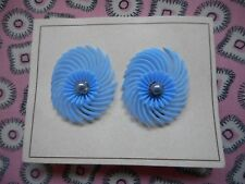 Vintage 50's 60's kitsch novelty plastic and pearl clip on earrings - blue